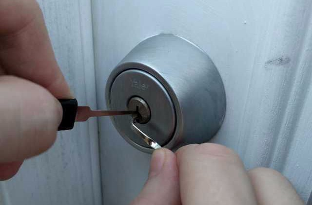 Home Lockout, commercial lockout, locked out, lockouts, keys locked inside